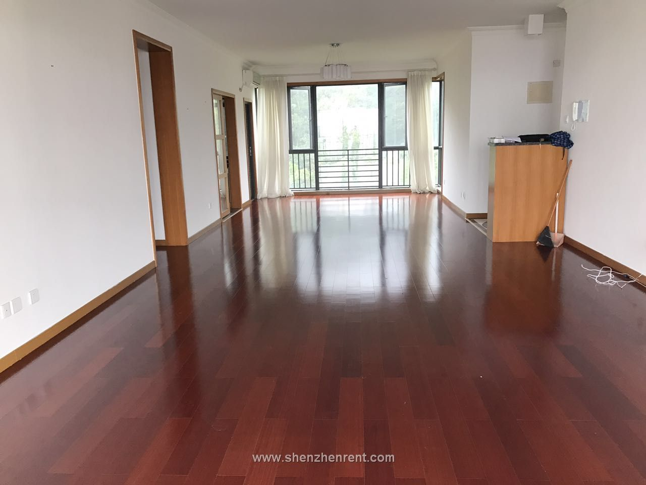 Empty 4 bedrooms apartment  in shekou ming xi gu  for rent