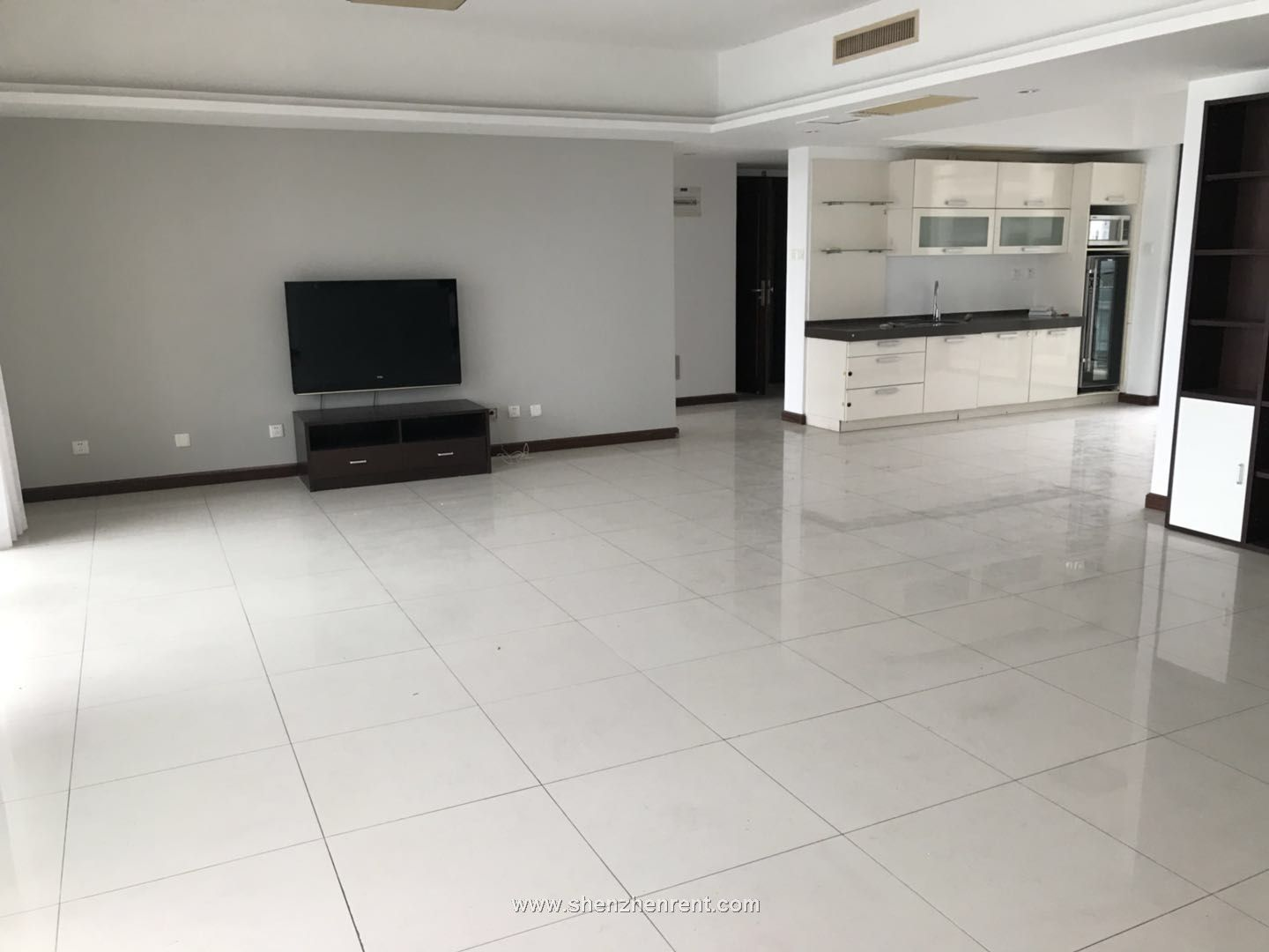 Empty 4 bedrooms apartment in shekou rose garden 3 for rent