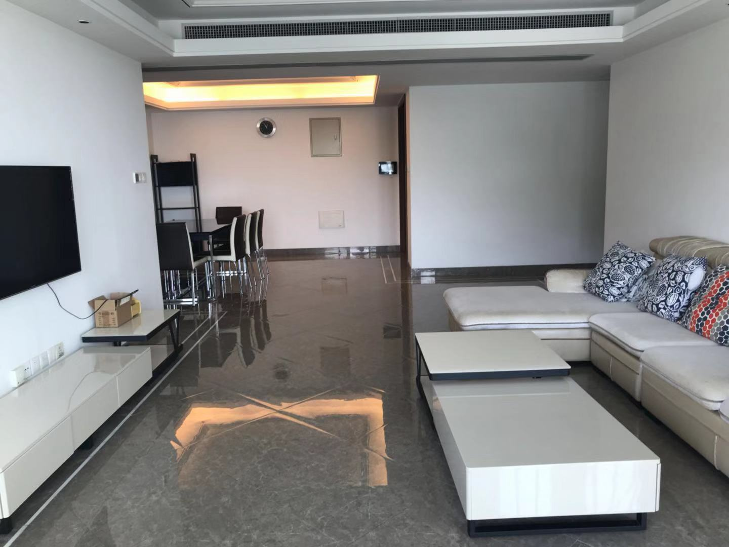 Nice 4 bedrooms apartment in shekou for rent