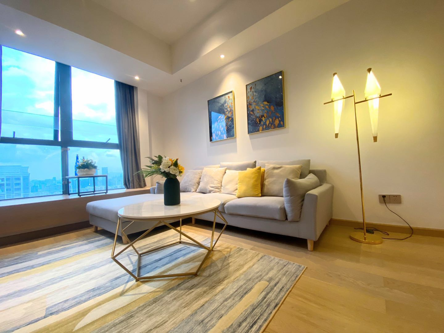 Luxurious 2 bedrooms 2 bathrooms apartment in shekou for rent